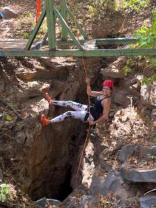 Rapel na claraboia da Caverna Lapa das Dores